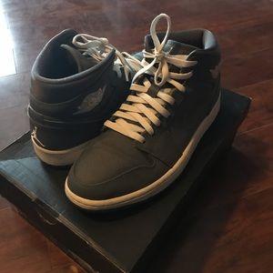 Air Jordan Mid 1